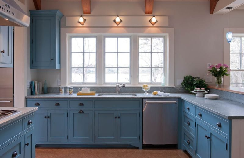 Traditional-style-blue-kitchen-cabinet