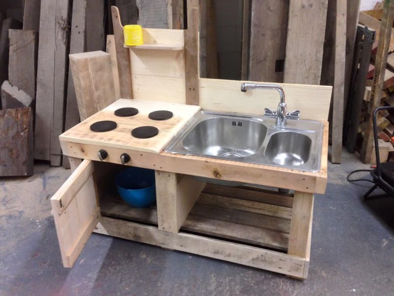 DIY Wood pallet sink for outdoor kitchen