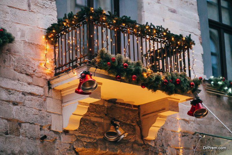Jingle-Bells-Balcony-Decoration