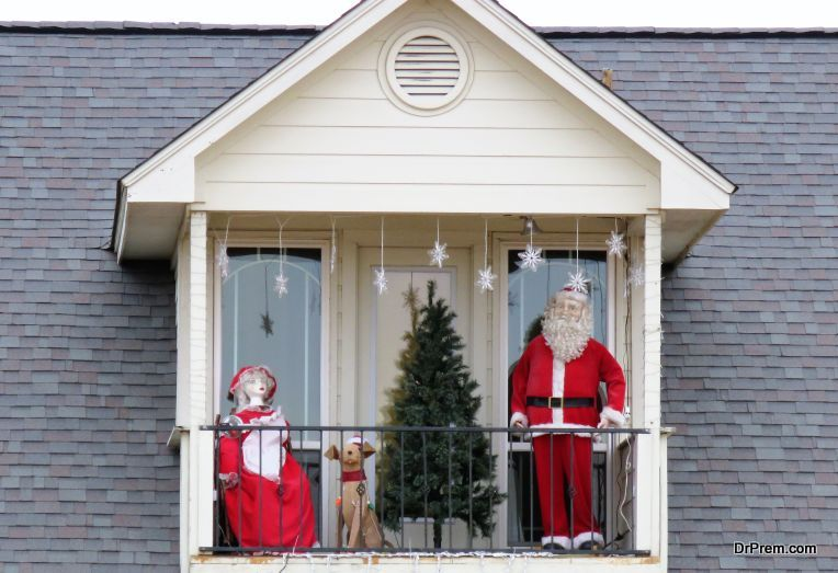 Santa-on-the-Apartment-Balcony.
