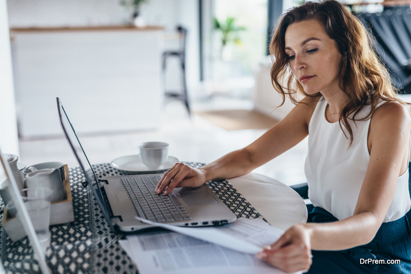 woman-doing-Financial-planning